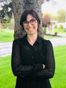 Image of Dr Dana Lloyd.